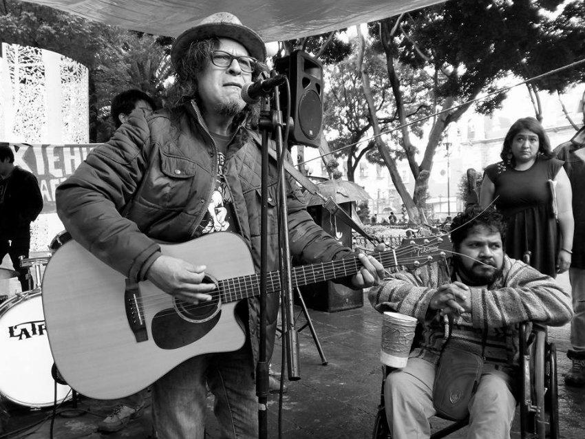Artistas de la calle toman el zócalo de Puebla