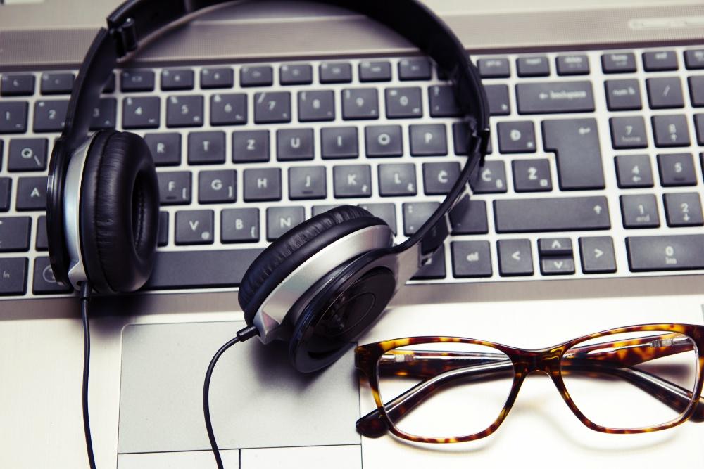 Escuchar música en el trabajo puede empeorar tu desempeño