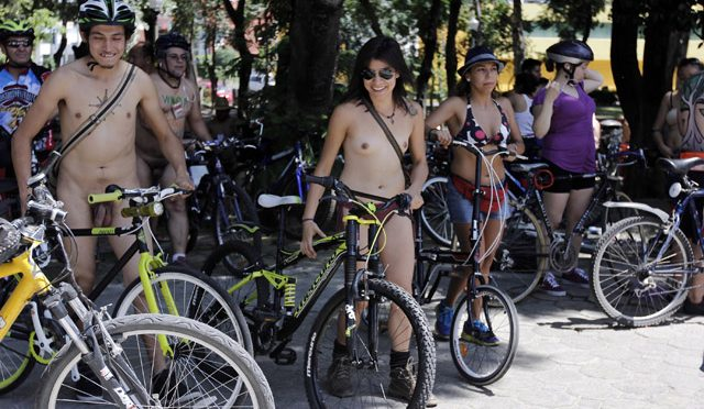 "Anuncian séptima rodada ciclonudista ""World Naked Bike Ride"" en Puebla"