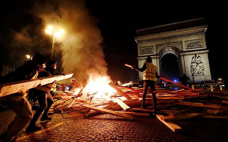 PARIS ARDE por alza en combustibles
