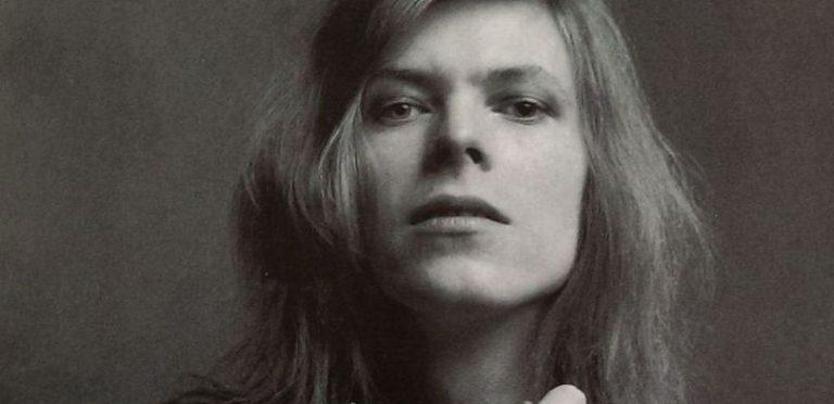Así se ve Johnny Flynn como David Bowie en 'Stardust'