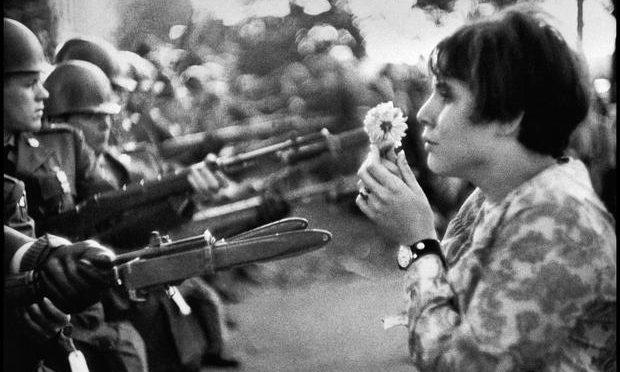 ¡Haz música y no la guerra! 10 rolas roqueras antibélicas