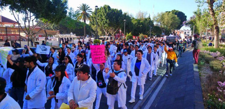 Histórica megamarcha de universitarios en Puebla; exigieron seguridad y justicia