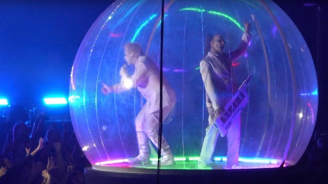 Rammstein toca en Rusia a pesar de prohibiciones por el coronavirus