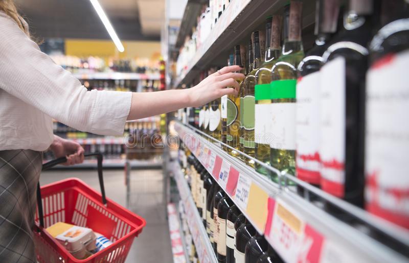 Compras de pánico de alcohol revelan necesidad de atender salud mental