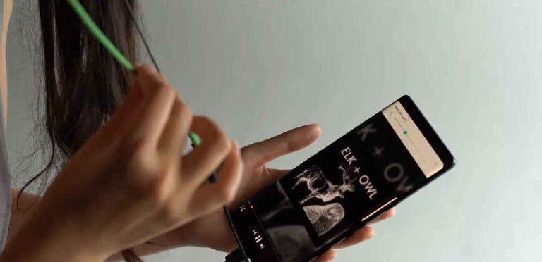 Inventan cable táctil para controlar tu música sin botones y con solo tocarlo